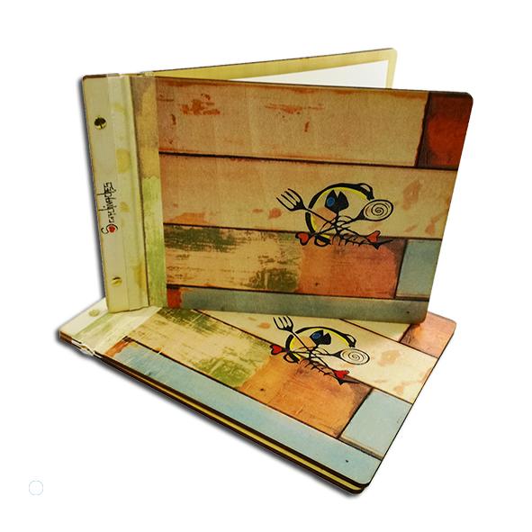 cartas y portamenus de madera